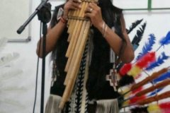 Apresentação musical do grupo indígena YARIWAY